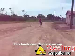 video-clip Dan choi boc dau xe dap 240p